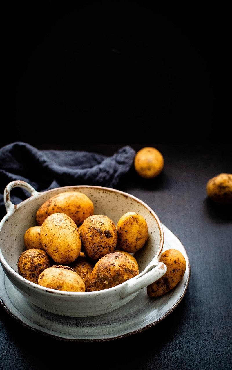 ziemniaki w misce, czy tuczą, jak przygotowywać, www.wittalna.pl, Kinga Wittenbeck